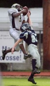 Aucilla receiver  goes up for  ball